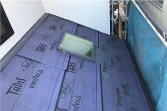 天窓周辺の防水紙は遅延粘着型のタディスセルフを使用
