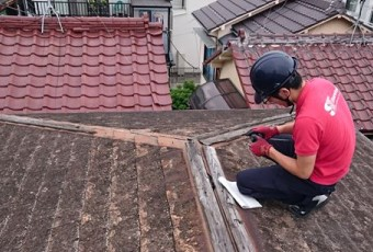 屋根の点検風景