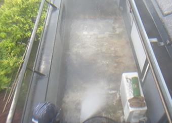 苔や汚れを高圧洗浄で綺麗に洗い流します