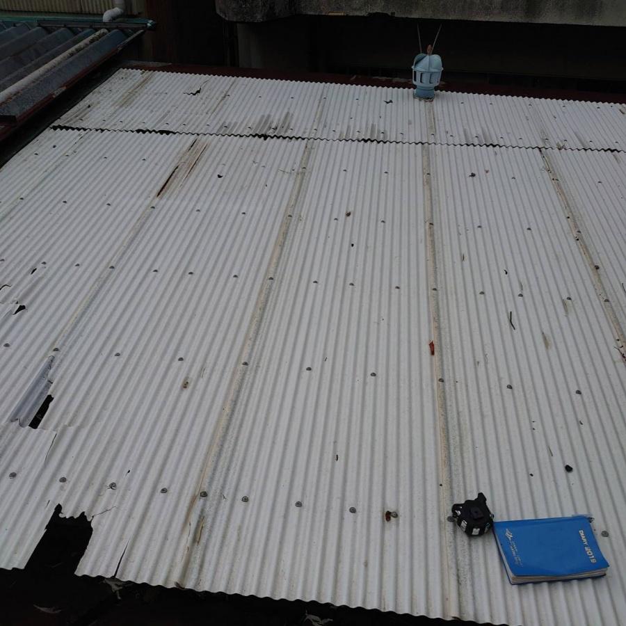 静岡市 波板交換の工事 経年劣化していてもまだ雨はしのげる場合どこまで交換すべき?部分補修か全取り換えか。