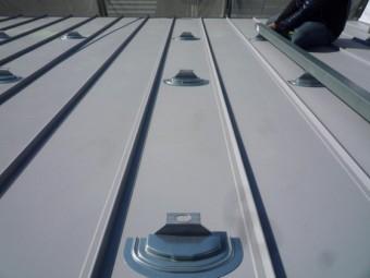ソーラーパネル設置のためのベース金具