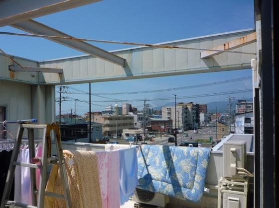 静岡市駿河区八幡でバルコニーの一部に屋根を取り付けました。