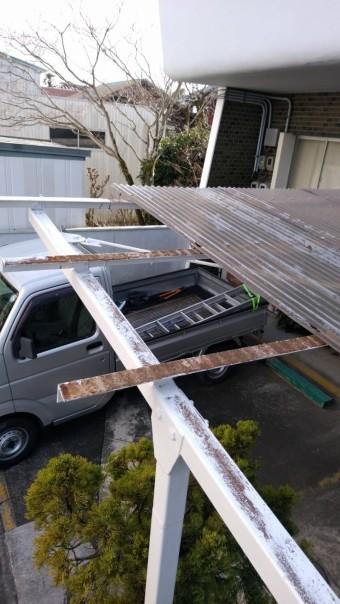 壊れたカーポートです