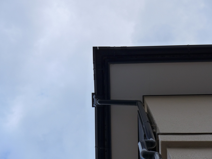 駿河区登呂 雨樋割れの補修
