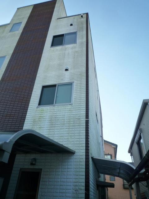 裾野市の3階建て住宅のトイを交換しました。
