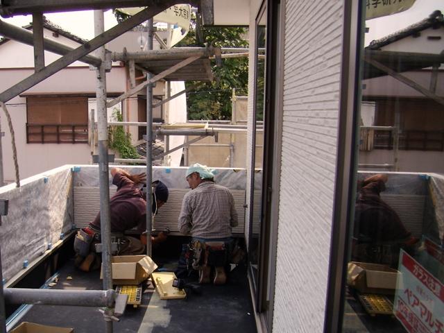 静岡市駿河区八幡に、バルコニーの防水工事・太陽光発電パネル設置工事が完了しました。